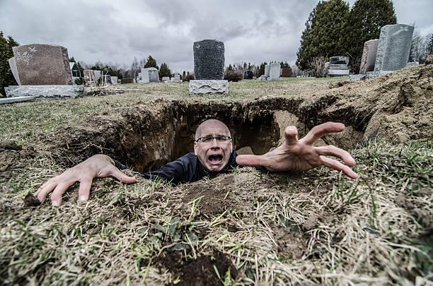 help !!! - funeral crying stockfoto's en -beelden