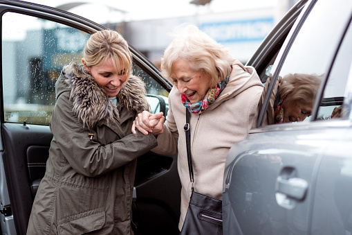 istock Helping a Senior Woman Out of the Car 952119556