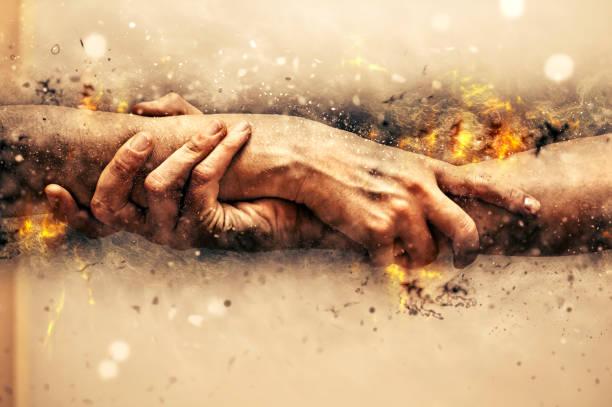 helpende handen. - red stockfoto's en -beelden