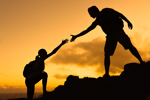 istock Helping hikers 1172595377