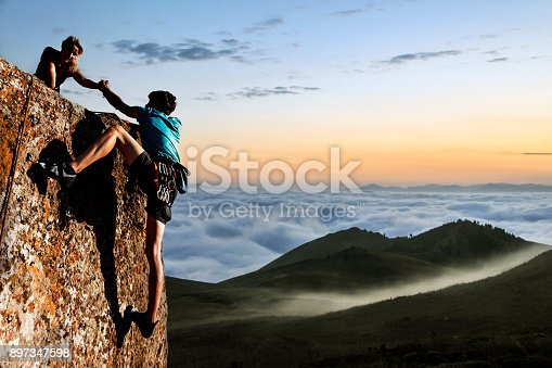 istock Helping hikers 897347598