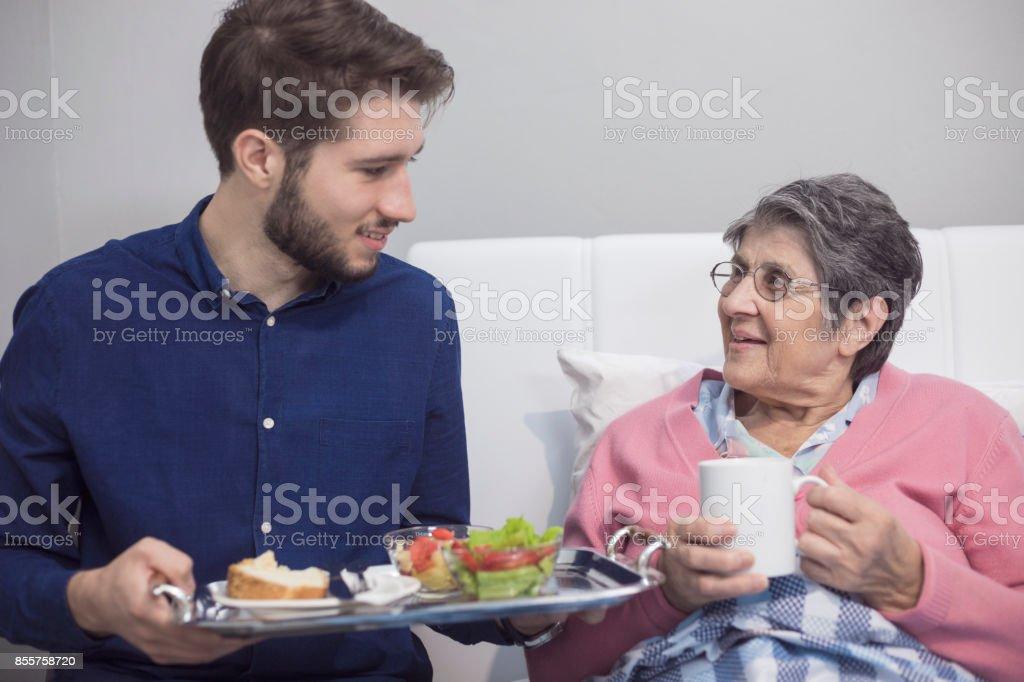 Hilfe für ältere Menschen – Foto