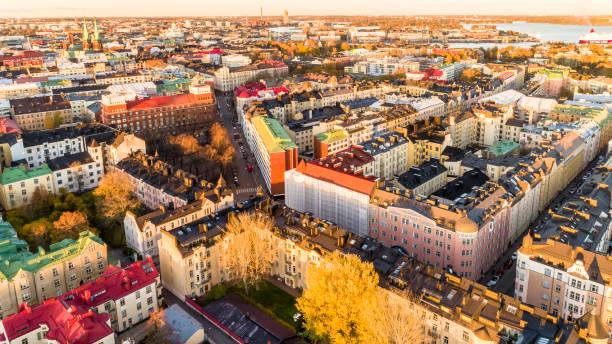 helsingfors panorama flygfoto i solnedgången, finland. - drone helsinki bildbanksfoton och bilder