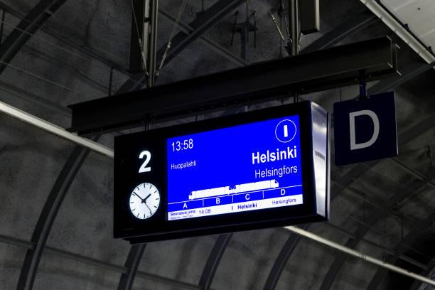 helsinki havaalanı, finlandiya - sefer tarifesi stok fotoğraflar ve resimler