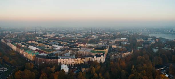 helsingfors finland sett från luften på en dimmig höst morgon - drone helsinki bildbanksfoton och bilder