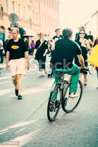 863454090istockphoto Helsinki street gathering - Kallio block party 171364031
