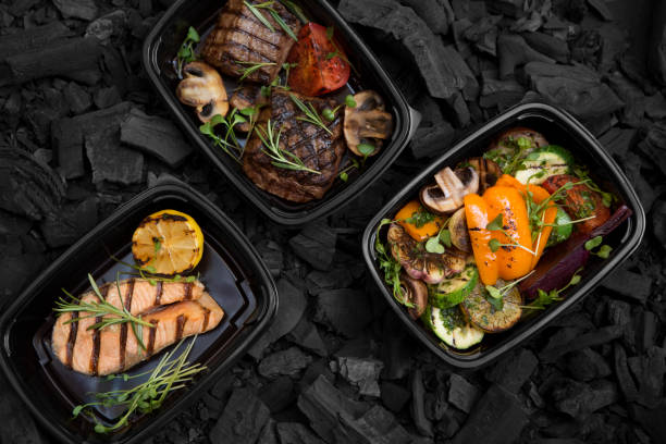 Helthy food delivery of coil cooking meat, fish and vegetables Helthy food delivery of coil cooking meat, fish and vegetables, take away lunch boxes food state stock pictures, royalty-free photos & images