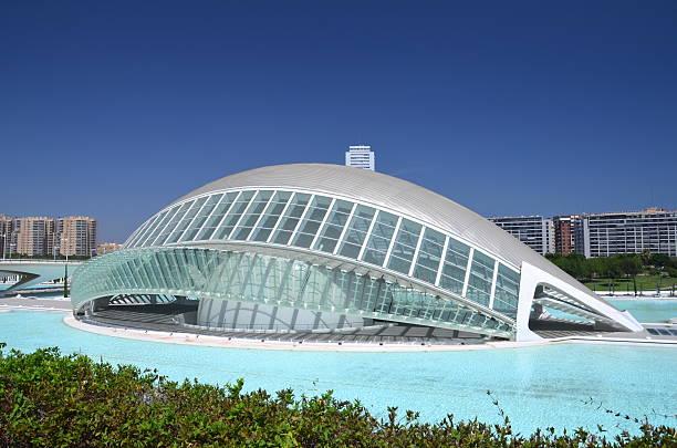 hemisferic in der stadt der künste und wissenschaften – valencia, spanien - universum city kinos stock-fotos und bilder