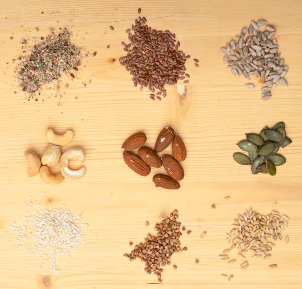 Hanfsamen, Flachs, Sonnenblumenkerne, Cashew, Mandeln, Kürbiskerne, Sesamsamen, Buchweizen, Hafer – Foto