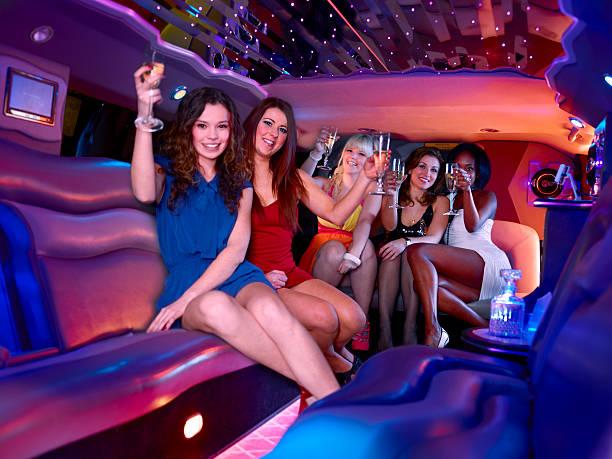 Addio al nubilato a una limousine - foto stock