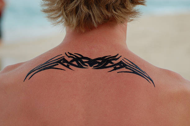 henna tatoo am strand - tribal tattoos stock-fotos und bilder
