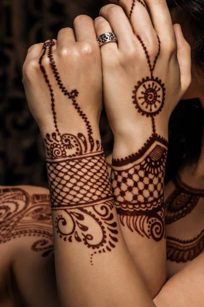 henna tattoo - buddhist tattoos stock-fotos und bilder
