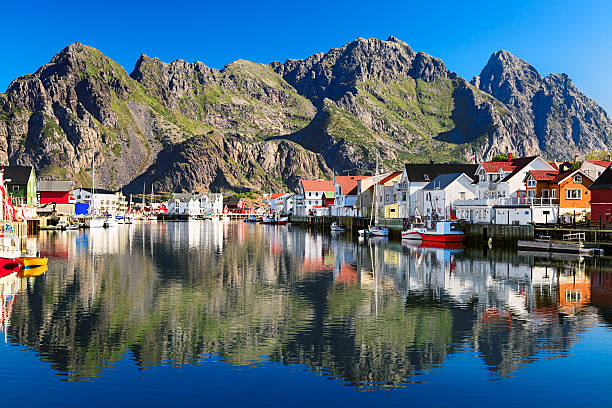 Henningsvaer, picturesque Norwegian fishing village in Lofoten islands Henningsvaer, Norway lofoten stock pictures, royalty-free photos & images