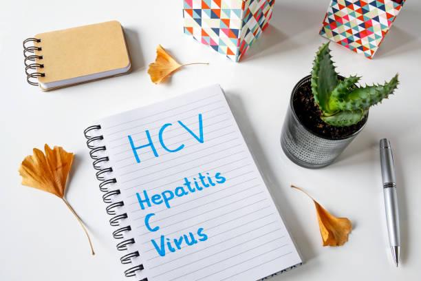 hcv-hepatitis-c-virus in einem notizbuch geschrieben - arzt zitate stock-fotos und bilder