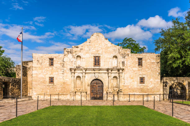 her alamo - the alamo stock photos and pictures