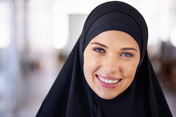 ihre schönheit sichtbar - burka stock-fotos und bilder