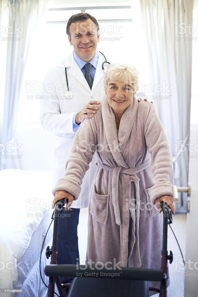 Su pareja en el bienestar - foto de stock