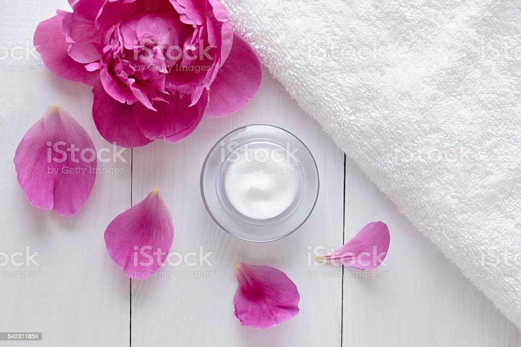 Herbal cosmetic acne cream with flowers vitamin skincare organic moisturizer – Foto