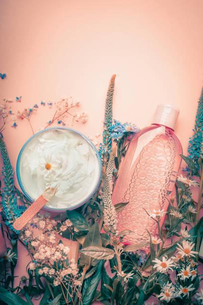 草本皮膚美容霜和花洗劑。護膚品 - 美容品 個照片及圖片檔