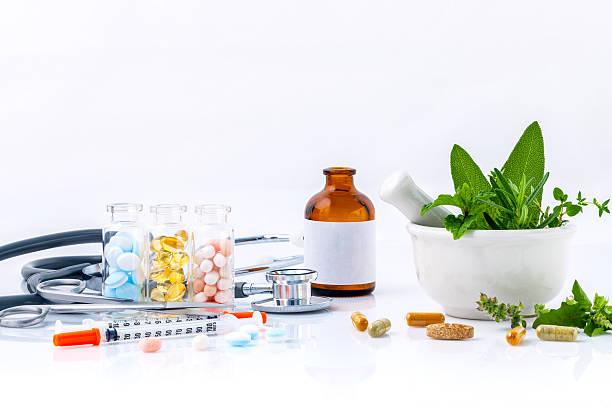 Herbal medicine VS Chemical medicine the alternative health care – Foto