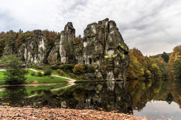 Herbstlich Bei Den Externsteinen Im Teutoburger Wald – Foto