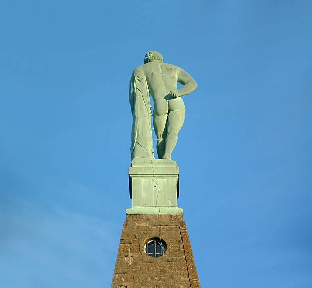 herkules in kassel-bronzestatue von hinten - andreas weber stock-fotos und bilder