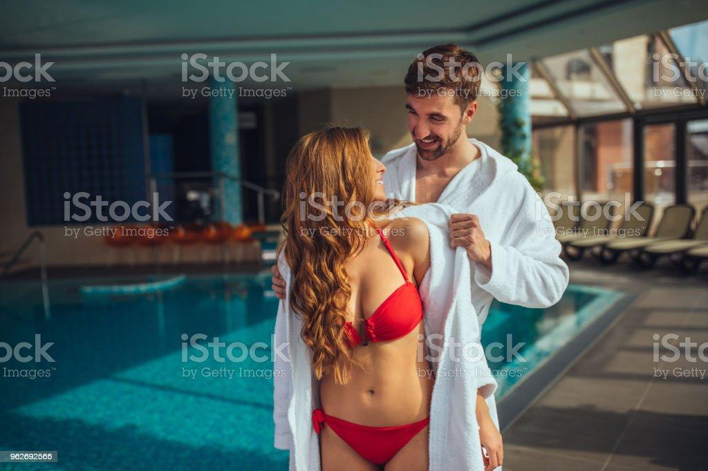 ここでは、お嬢様、お手伝いさせてください。 ストックフォト