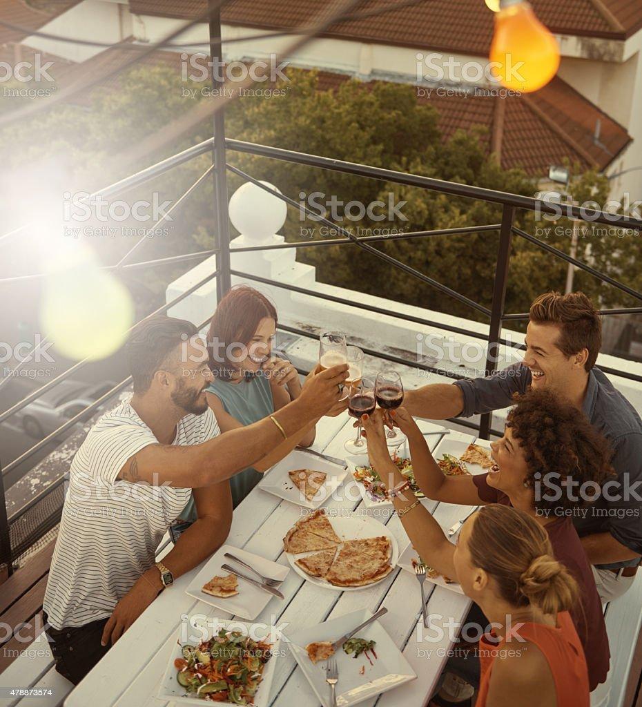 Ecco di ottime persone e l'ottimo cibo! - foto stock