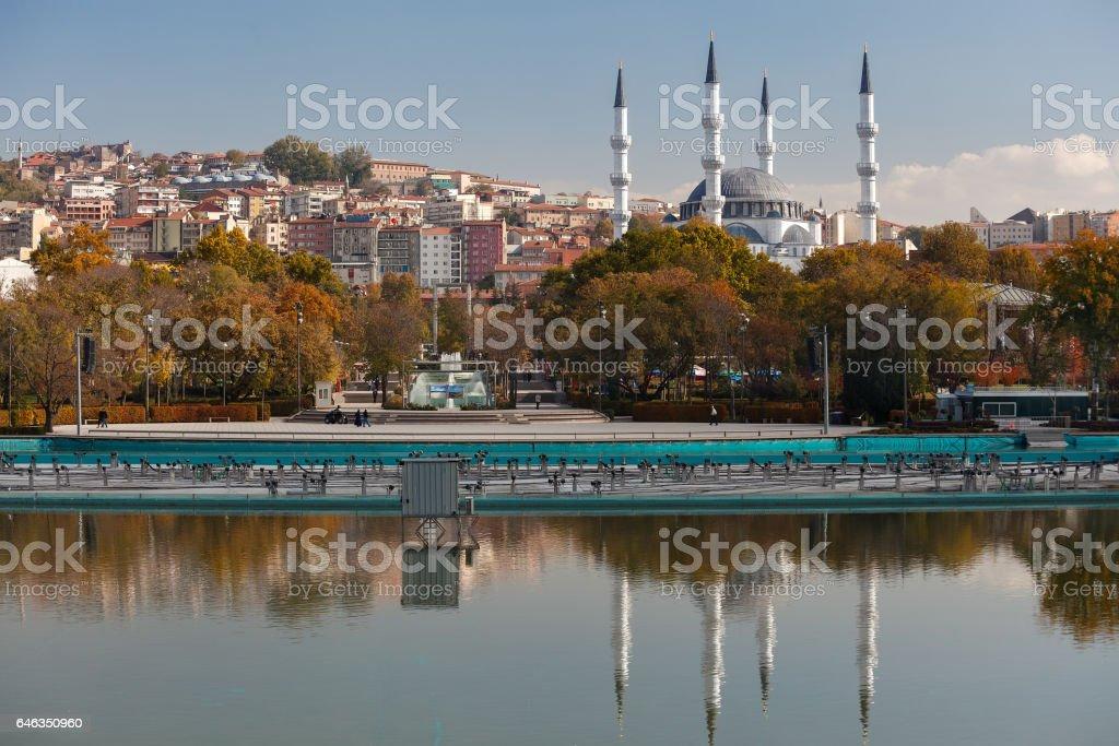 Hergelen square mosque and genclik (youth) park - foto de stock