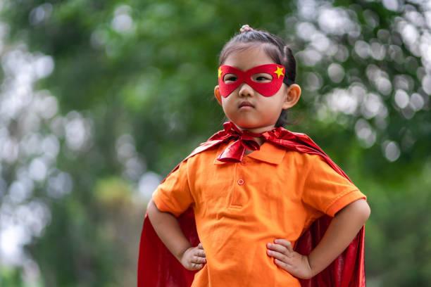 hjälte flicka - superwoman barn bildbanksfoton och bilder