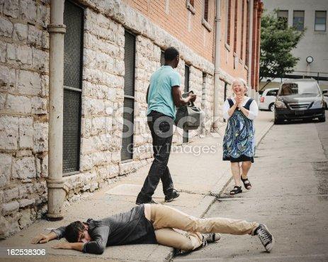 istock Hero Returns Stolen Bag To Victim 162538306