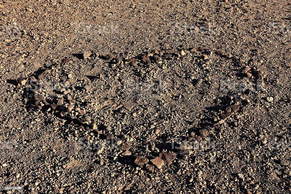 Herz im Wüstenboden stock photo