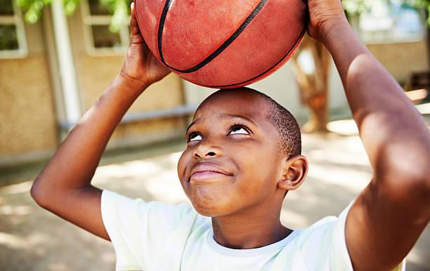 Er ist ein riesiger basketball-fan! – Foto
