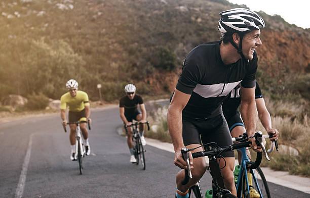 ha godersi il viaggio - ciclismo foto e immagini stock
