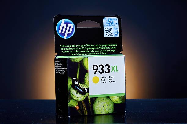 hewlett packard 933xl gelbe tinte für tinte jet-drucker - munition nachfüllen stock-fotos und bilder