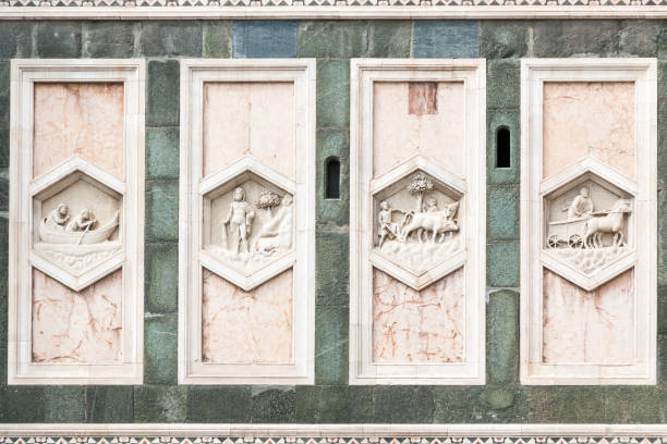 sechseckige platten auf der unteren ebene der giottos campanile, kathedrale von florenz, italien - giotto stock-fotos und bilder