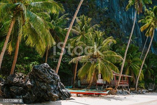 Hidden hut and boat on Ipil Beach at Pinagbuyutan Island. El Nido, Palawan, Philippines.