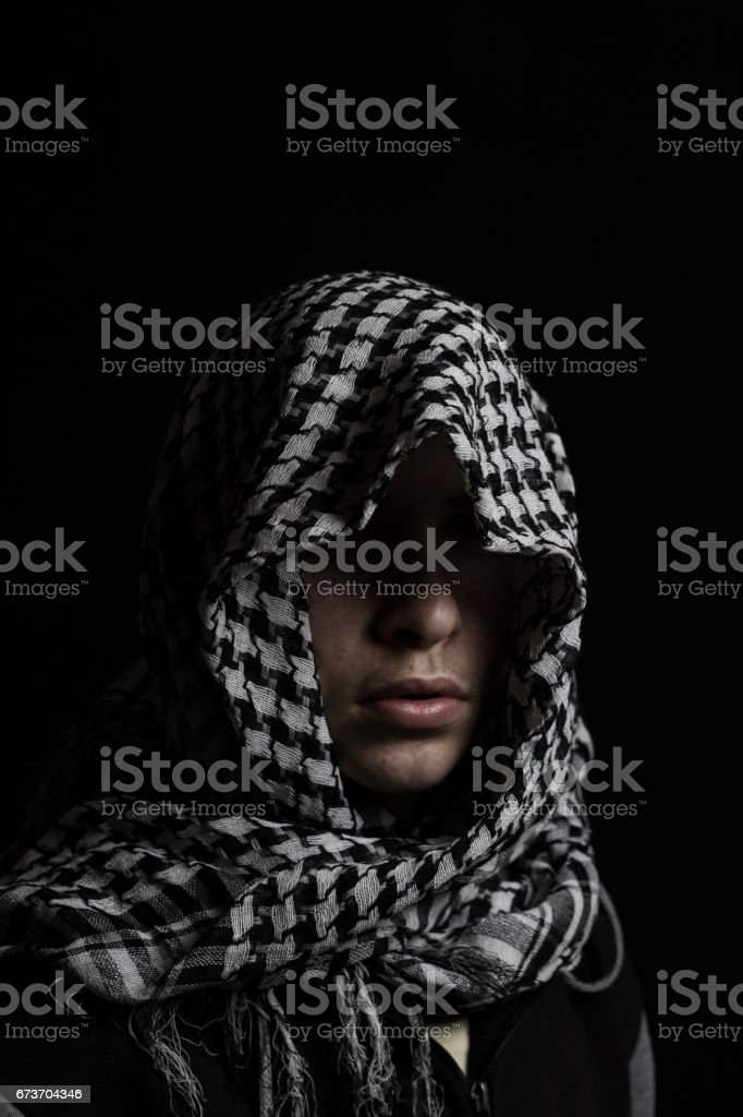 hidden man with palestinian scarf over head – Foto