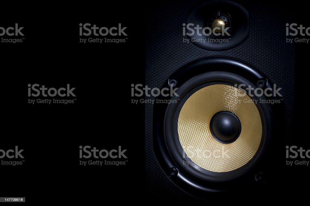 Alto-falante estéreo Hi-Fi no lado direito do quadro - foto de acervo