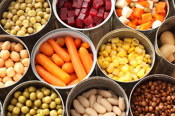 하이 앵글 캔을 야채면 - 통조림 식품 뉴스 사진 이미지