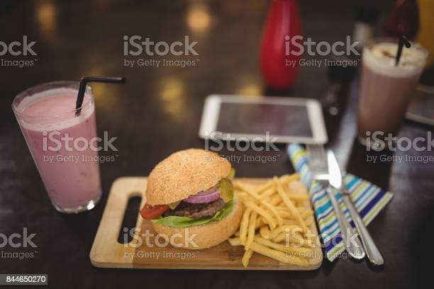 High angle view of fresh burger and fries at cafe picture id844650270?b=1&k=6&m=844650270&s=612x612&h=vuglefvthsfyyseriyzgnczg6mkcs15nyu bcpzt3ma=