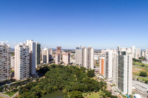 High angle view of Goiânia (GO), showing Flamboyant park High angle view of Goiânia (GO), showing Flamboyant park goiás city stock pictures, royalty-free photos & images