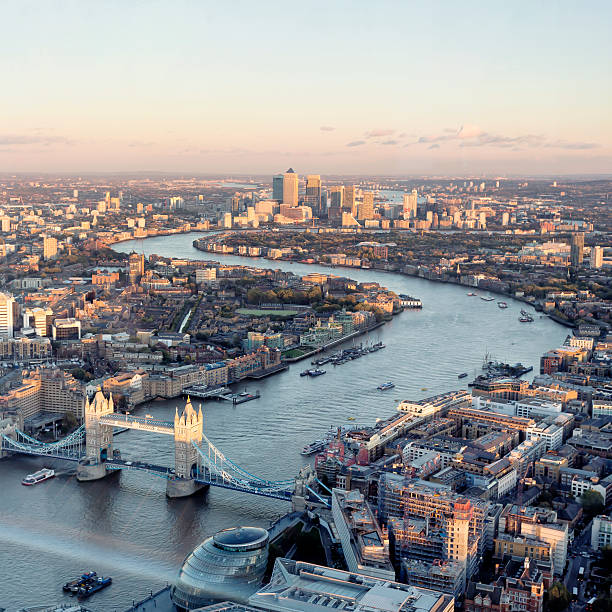 high angle view of london skyline at sunset - shard london bridge stockfoto's en -beelden