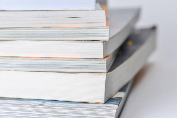 erhöhte ansicht vieler gebundene bücher. bibliothek oder in der schule - bücherbund stock-fotos und bilder