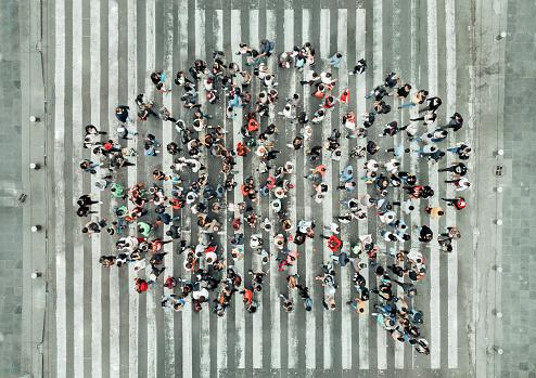 High Angle View Of People Forming A Speech Bubble - Fotografie stock e altre immagini di Abbondanza