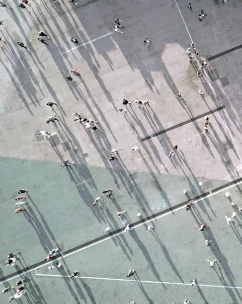 High Angle View Of Menschen auf Straße – Foto