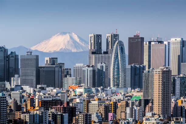haut bâtiment à tokyo shinjuku et mt. fuji - préfecture de tokyo photos et images de collection