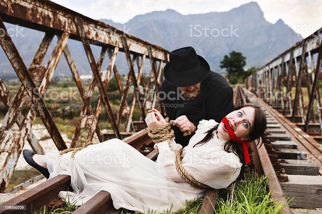 Dramatische Schauspiel wie viktorianischen Schurke Krawatten Verängstigt maiden von railtrack! – Foto