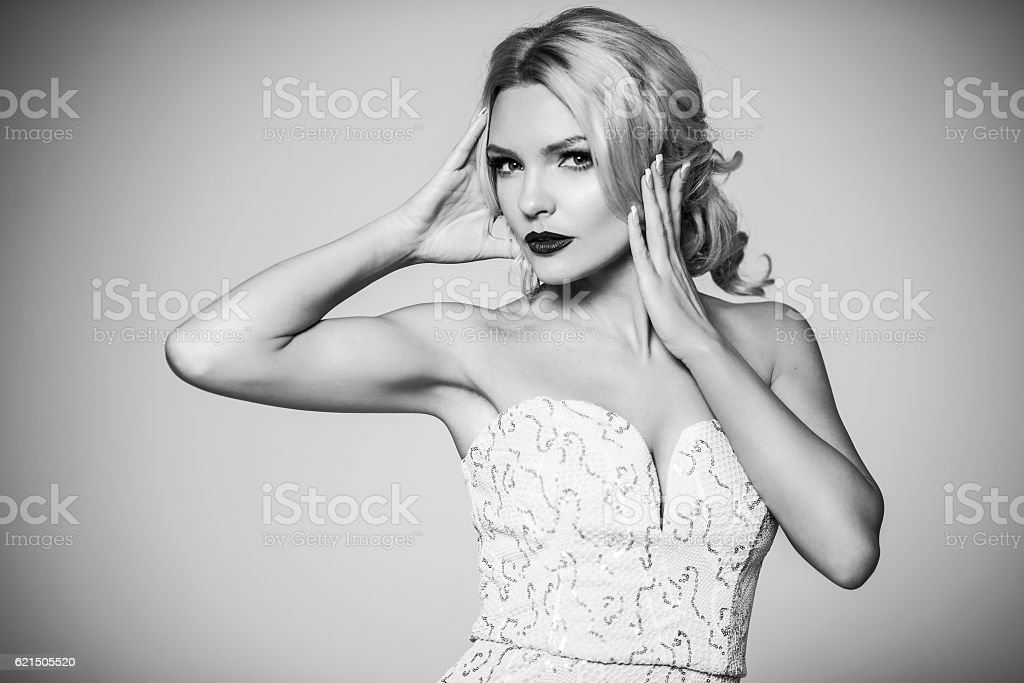 High fashion. shapely blonde in silk evening gown. Femininity photo libre de droits