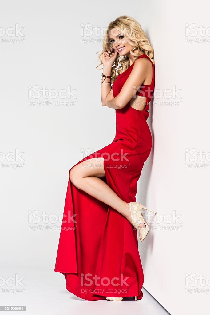 High fashion. shapely blonde in silk evening gown. Femininity foto stock royalty-free